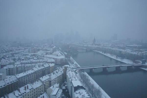 Für kurze Zeit schneite es auch kräftig in Frankfurt am Main