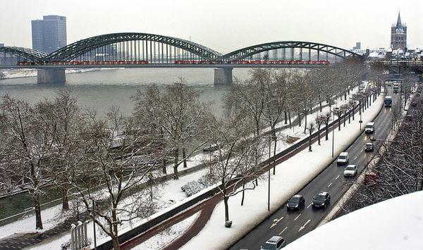Auch in Köln bleibt etwas Schnee liegen