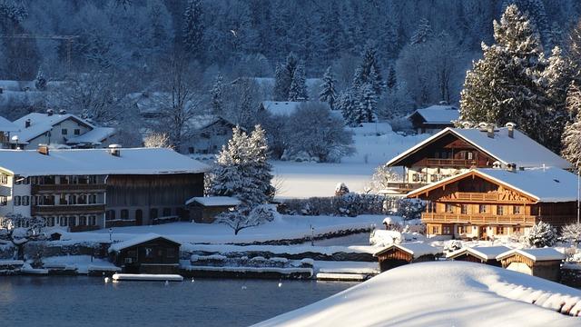 Viel Neuschnee gibt es am Alpenrand.