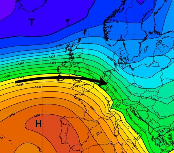 Ein starke Westströmung über dem Atlantik