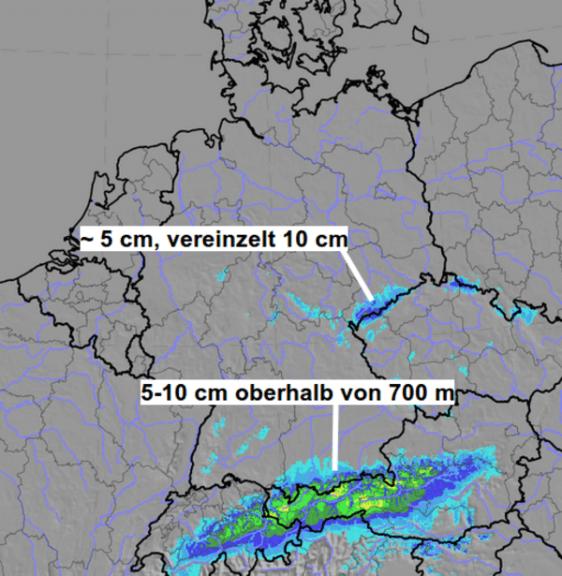 Neuschnee an den Alpen und im Erzgebirge.