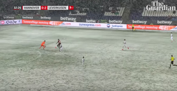 Fußball: Schnee verhindert sicheres Tor