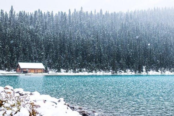 Schneefall am See