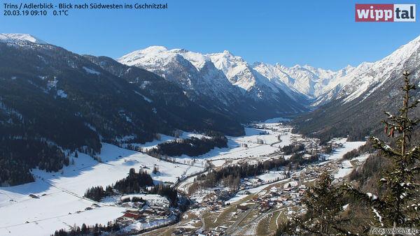 Strahlender Sonnenschein lädt zum Skifahren ein. www.foto-webcam.eu/webcam/trins