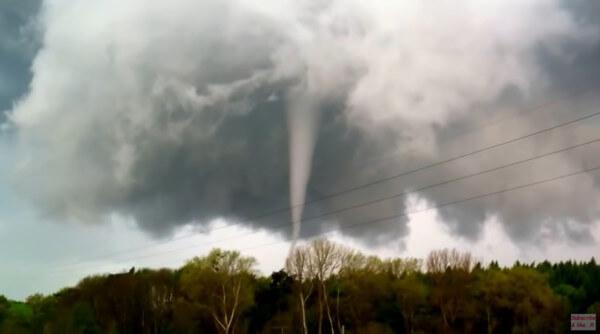 Aufnahme des Tornados von Bützow vom 05.05.2015 @ https://www.youtube.com/user/TheSwordfish77