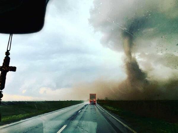 Gestern bildete sich in Rumänien ein eindrucksvoller Tornado.