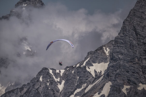 Red Bull X-Alps: Die ersten Athleten erreichen Turnpoint 5 Lermoos