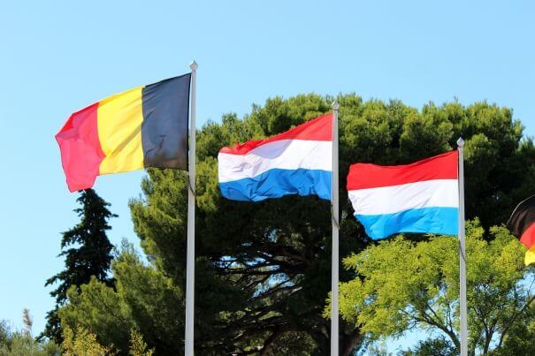 Flaggen vin Belgien, Niederlanden, Luxemburg