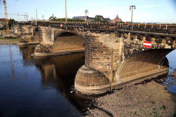 Niedrige Flusspegel durch Trockenheit
