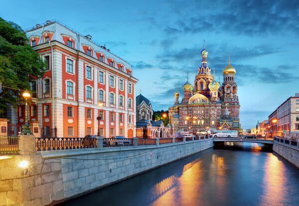 Weiße Nacht in St. Petersburg.