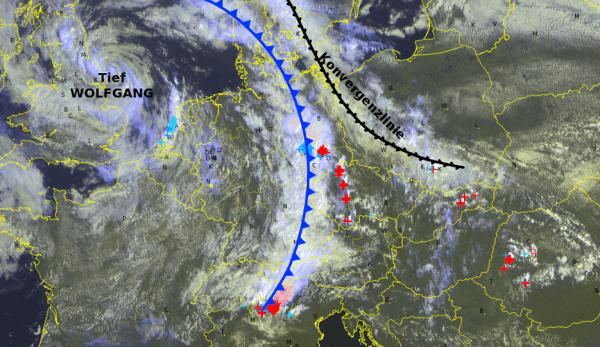 Aktuelles Satellitenbild, inklusive Fronten und Blitzentladungen