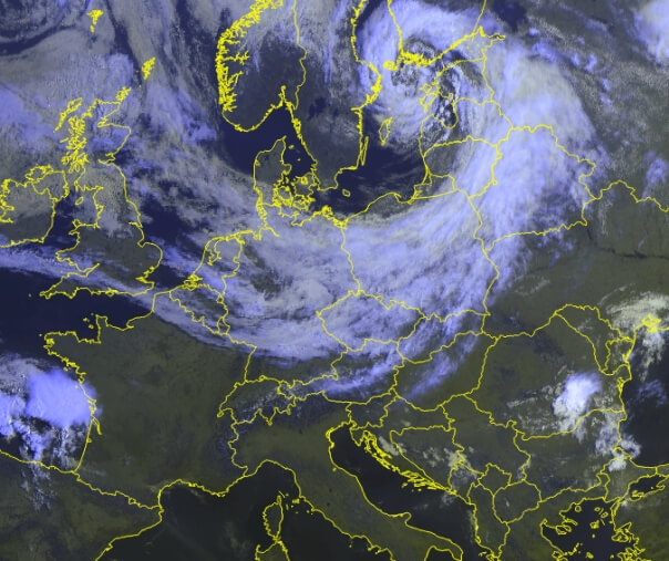 Satellitenbild am Freitag um 9 Uhr. © EUMETSAT / UBIMET