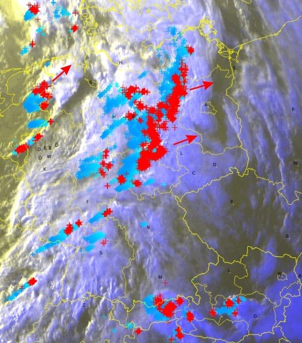 Satellitenbild um Blitze um 20:30 Uhr. © EUMETSAT / UBIMET