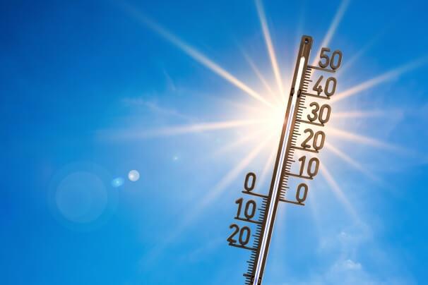 Thermometer mit Hitze über 30 Grad