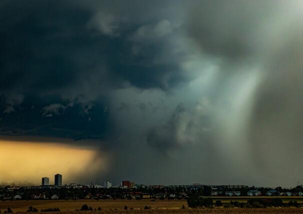 Der Hagel- und Regenkern des Gewitter aus Nordosten betrachtet. © M. Spatzierer