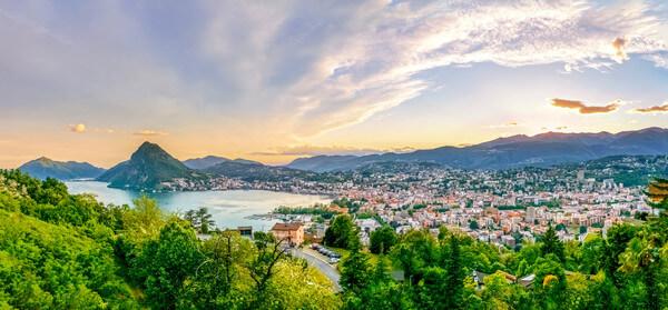 Lugano im Sonnenuntergang @ https://stock.adobe.com