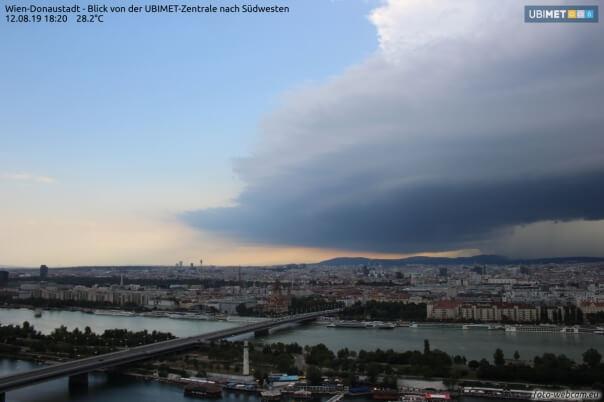 Superzelle trifft auf Wien