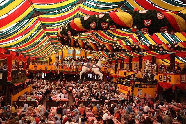 Zum Oktoberfestfinale am Sonntag heißt es besonders nachmittags wieder: Hinein in die Zelte.l
