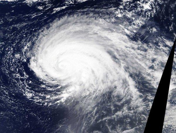 Hurrikan LORENZO trifft auf die Azoren