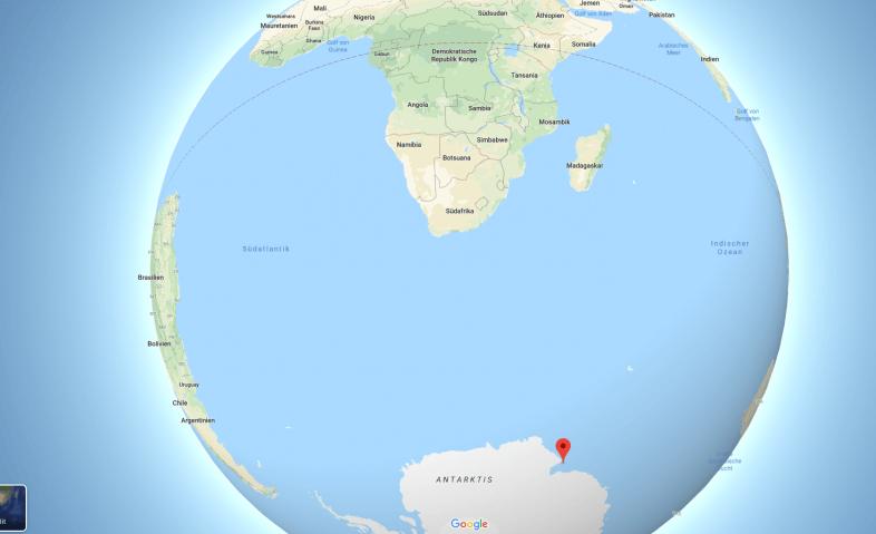 In der Antarktis bricht ein riesiger Eisberg ab.