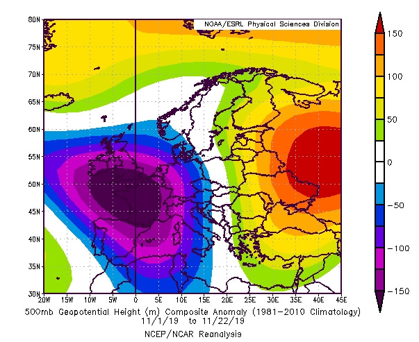 Die 500-hPa-Geopotentialanomalie zeigt anhaltenden Tiefdruckeinfluss über Westeuropa. © NOAA
