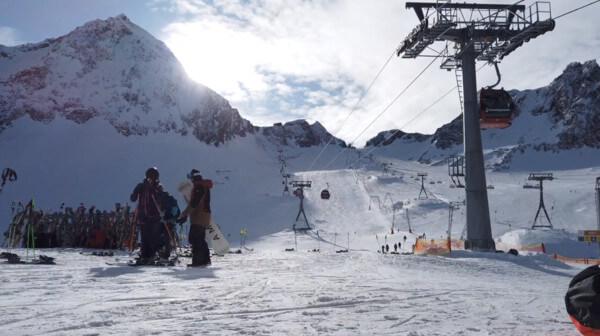 Sehr gute Bedingungen zum Ski fahren findet man bereits am Stubaier Gletscher, Tirol, Alpen © QYINT