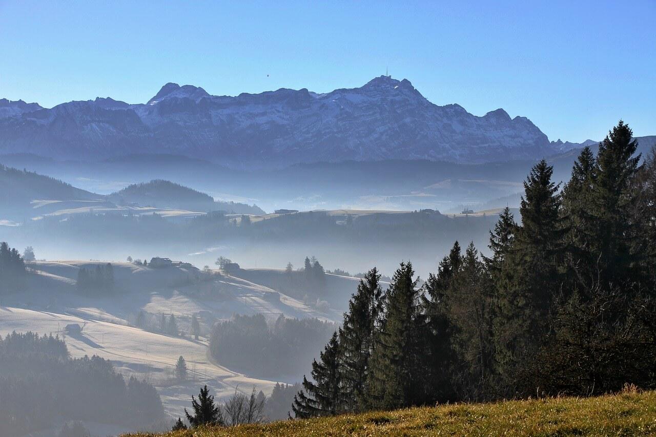 Quelle: https://pixabay.com/photos/toggenburg-mountains-switzerland-2345542/