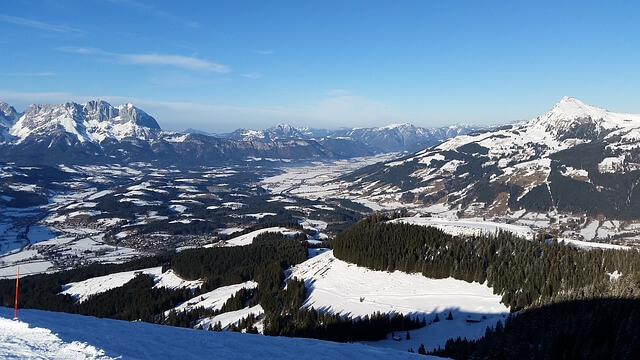 Sonniges Winterwetter rund um Kitzbühel.