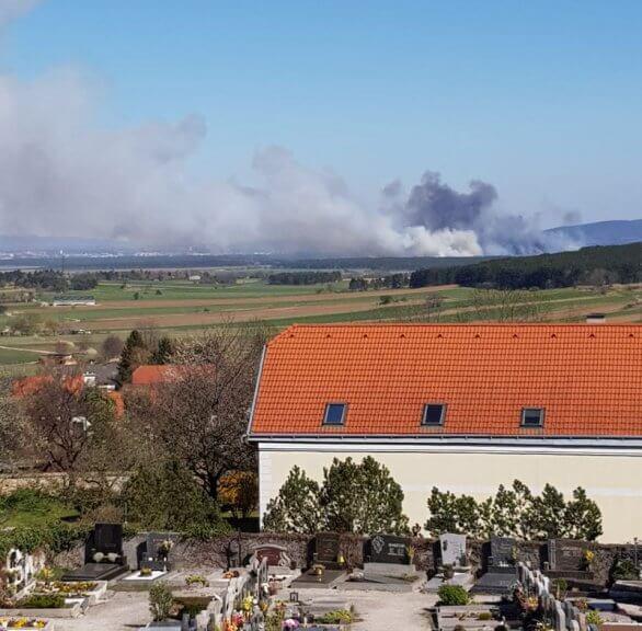 Brennender Föhrenwald bei Saubersdorf am 07.04.2020 - (C) Erwin Haslauer