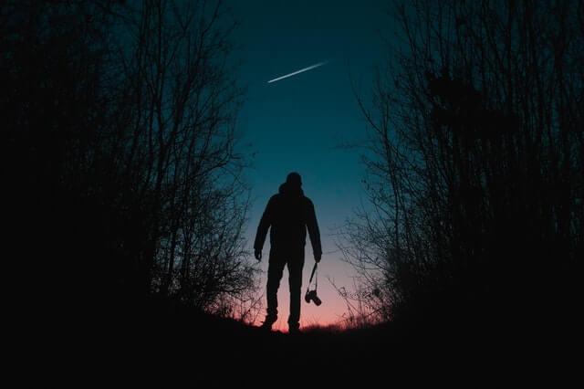 Fotograf und Meteor bei bestem Wetter - pexels.com / Rakicevic Nenad