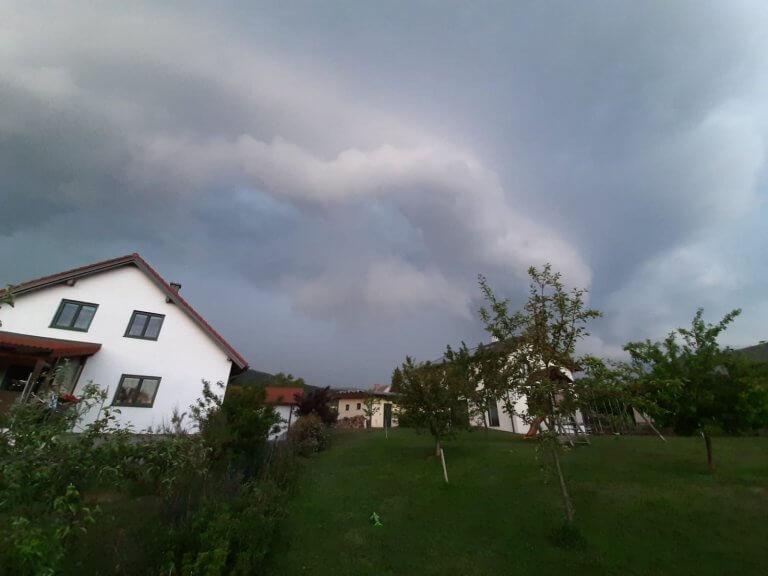 Böenfront im Bezirk Neunkirchen (NÖ) - Roland Reiter | UBIMET