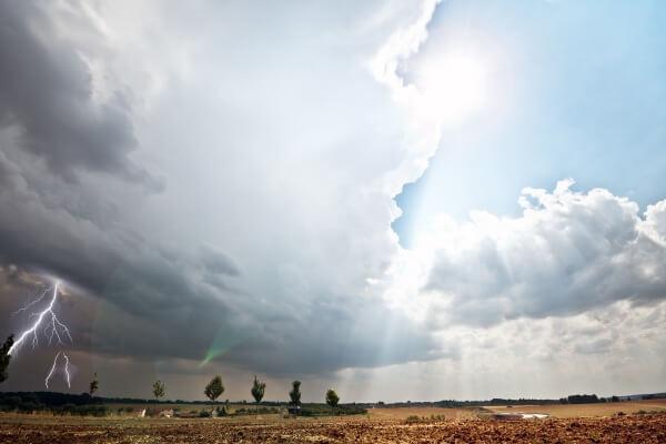 Ein Höhentief bringt Schauer und Gewitter