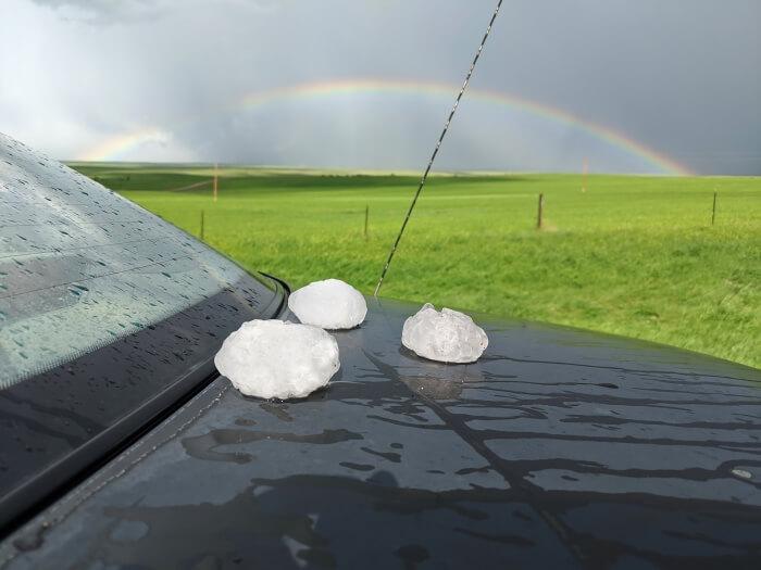 Hagel und Regenbogen