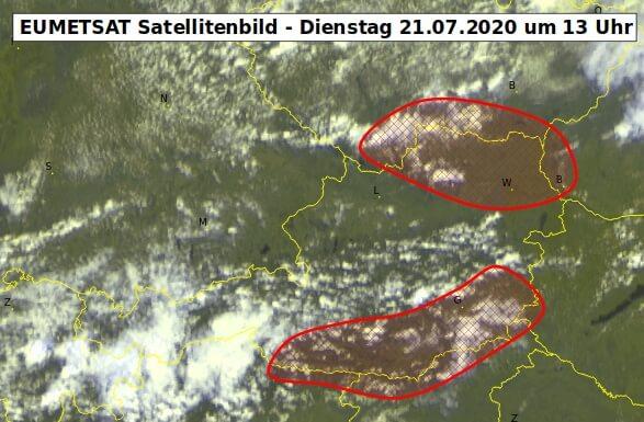 Satellitenbild um 13 Uhr und Unwettergefahr am heutigen Dienstag - EUMETSAT, UBIMET