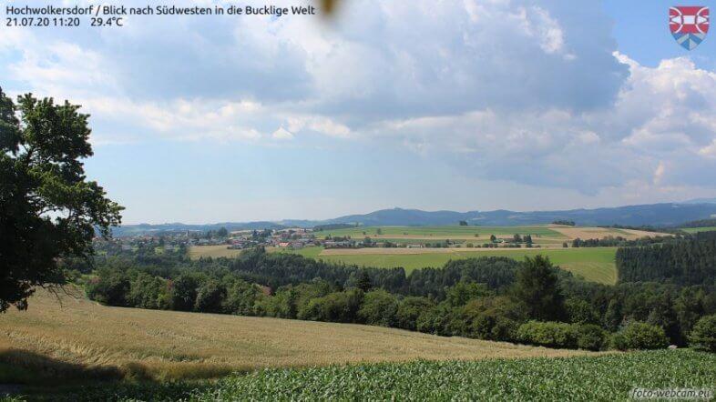 Der Schauer auf dem Webcam in Hochwolkersdorf - https://www.foto-webcam.eu/webcam/hochwolkersdorf/