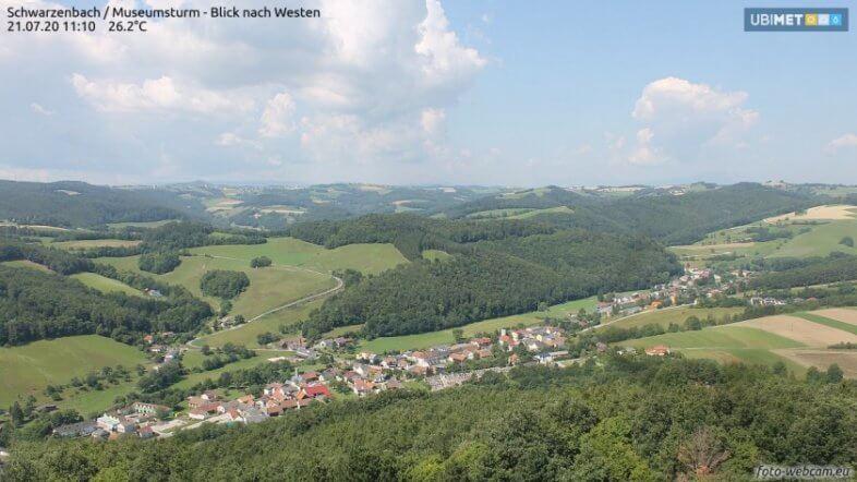 Der Schauer auf dem Webcam in Schwarzenbach - https://www.foto-webcam.eu/webcam/schwarzenbach/