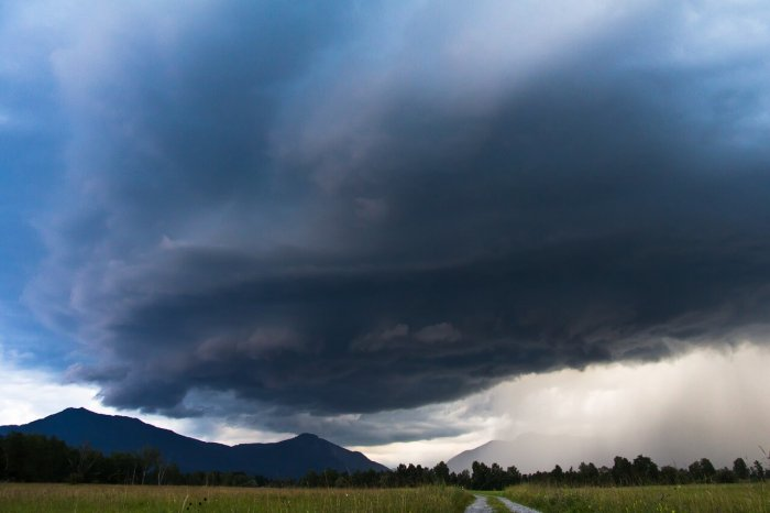 Gewitter über den Bergen