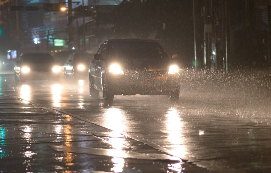 Auto im Regen