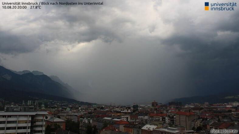 Gewitter östlich von Innsbruck am Montag um 20 Uhr - https://www.foto-webcam.eu/webcam/innsbruck-uni/
