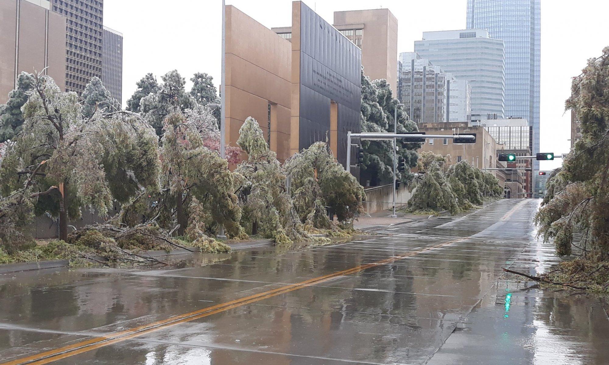 Eisregen in Oklahoma City - Quelle: Tina Pinkerton - twitter https://twitter.com/TinaPinkerton6/status/1321132554875998209/photo/1