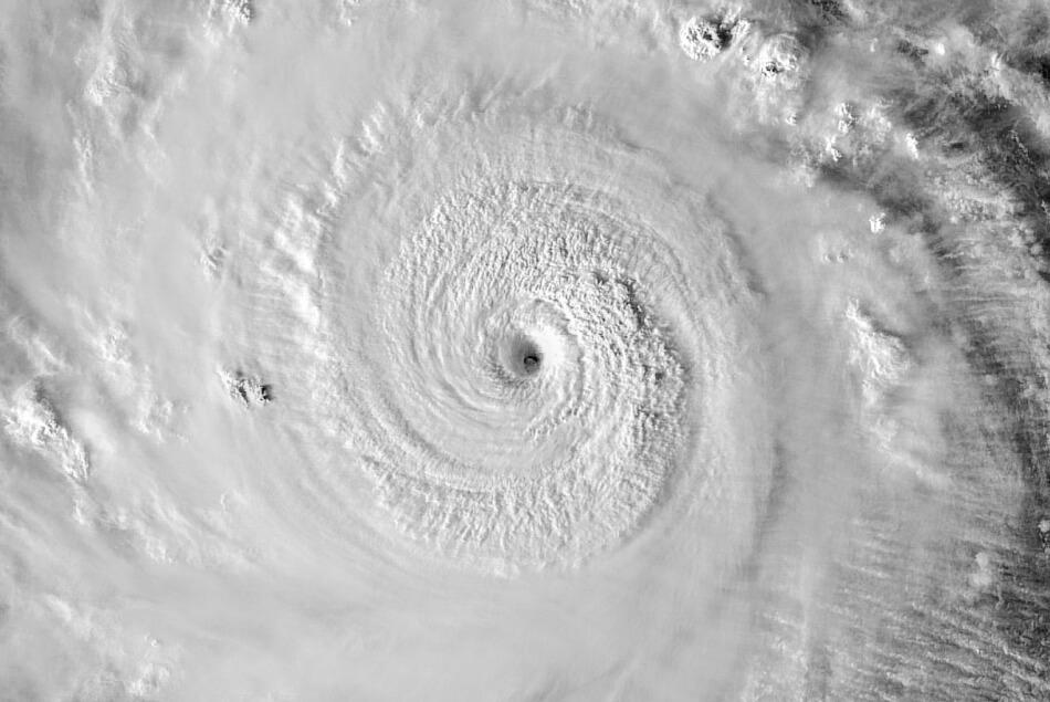 Böen über 300 km/h: Supertaifun Goni trifft auf die Philippinen