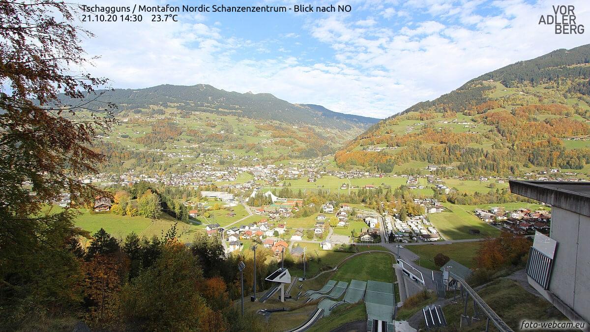 Tschagguns (Bludenz) bei föhnigem Herbstwetter - https://www.foto-webcam.eu/webcam/tschagguns/