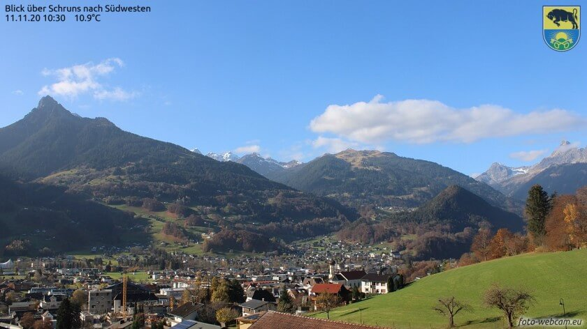 Schruns an einem sonnigen Herbsttag - https://www.foto-webcam.eu/webcam/schruns/