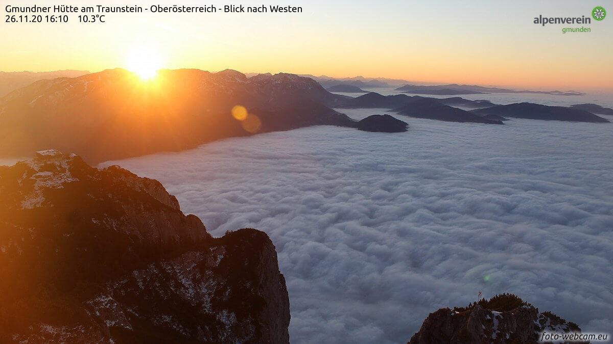 Sonnenuntergang über dem Nebelmeer. Quelle: www.foto-webcam.eu