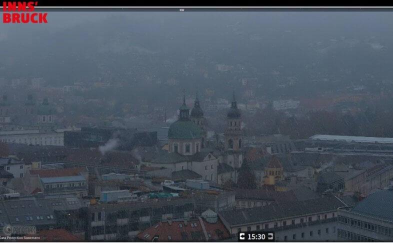 Webcam Innsbruck am 05.12. um 15:35 Uhr MEZ - https://www.innsbruck.info/webcam/