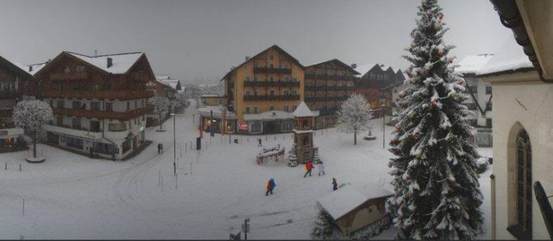 Webcam in Seefeld am 05.12. um 15:40 Uhr MEZ - https://seefeld-dorfplatz.panomax.com/#