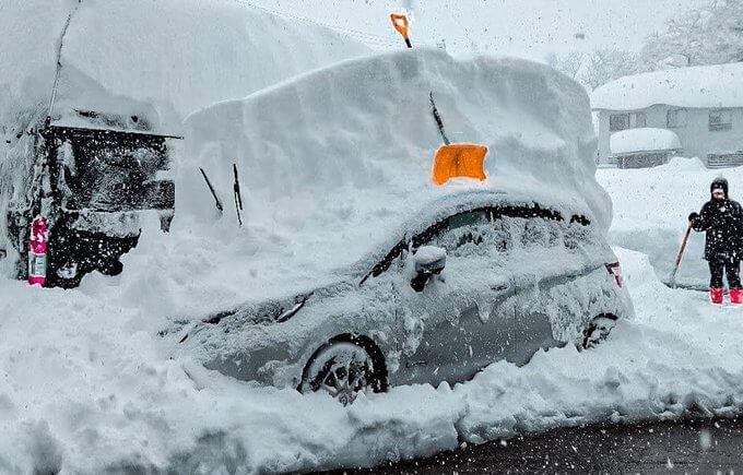 Starke Schneefälle in Japan
