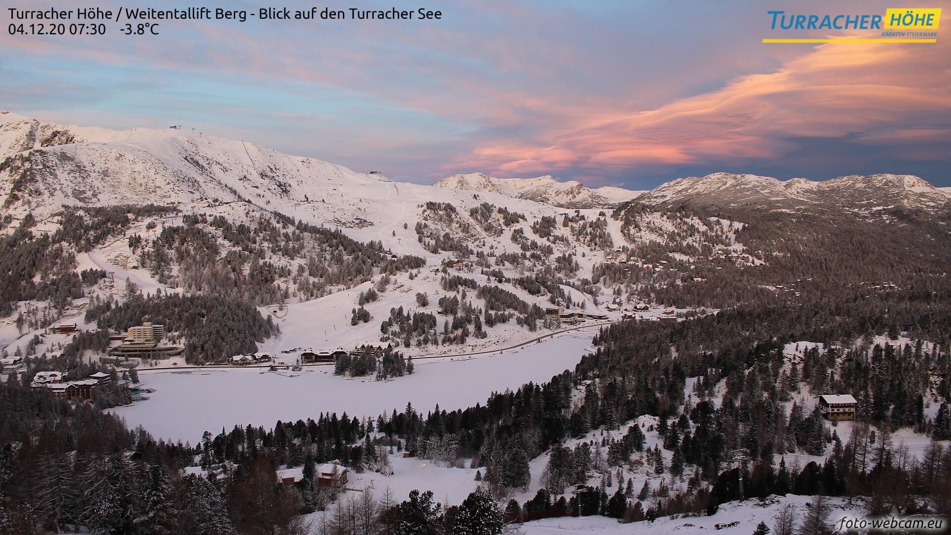 Am 4.12. sorgter der Sonnenaufgang für eine malerische Farbgegbung. Quelle: foto-webcam.eu