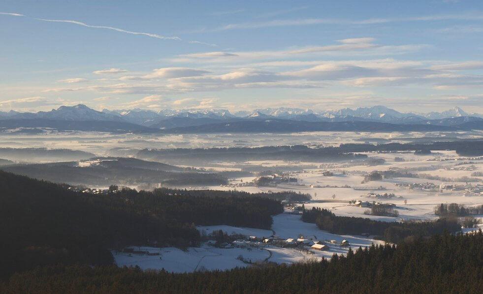Föhnwolken und Inversion im Hausruckviertel - https://frankenburg.panomax.com/#