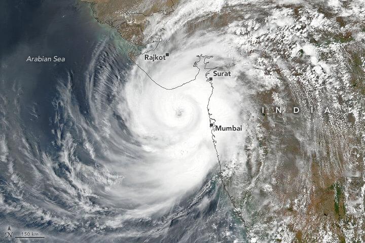 Zyklon TAUKTAE trifft auf den Westen Indiens